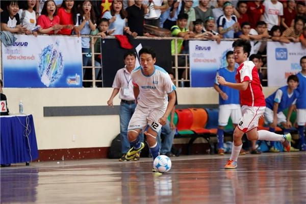 """Gặp lại nhau sau trận chung kết khu vực TP. HCM, ĐH Hồng Bàng đã trả được """"món nợ"""" với chiến thắng 3-0."""