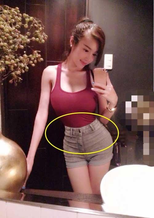 Nhiều ý kiến cho rằng những bức ảnh của Elly Trần thường được chỉnh sửa để tỉ lệ 3 vòng trở nên hoàn hảo hơn. Một vài lỗi photoshop bị cư dân mạng bóc mẽ.