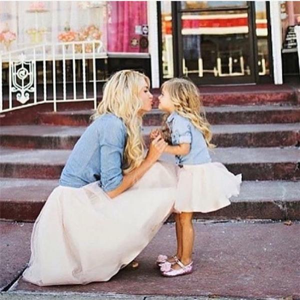 Bộ ảnh đẹp gây sốt: Khi mẹ và con gái cùng hóa công chúa