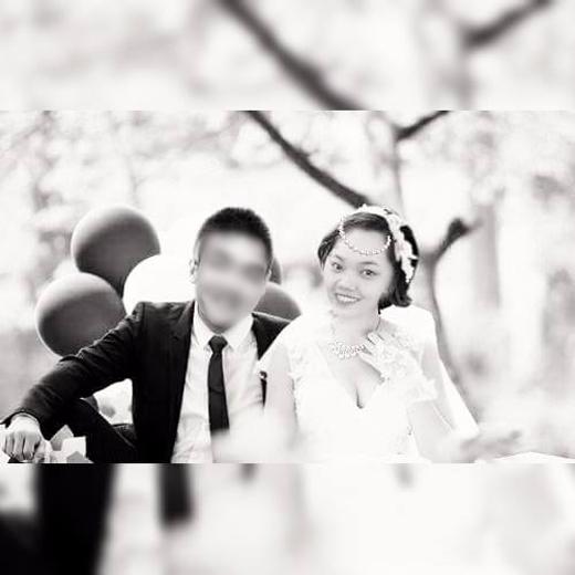 Đám cưới chỉ có cô dâu mà không có chú rể khiến nhiều người rơi nước mắt.