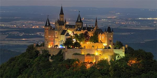Lâu đàiHohenzollern, nơi được Viên Hoằng lựa chọn làm địa điểm tổ chức đám cưới của mình