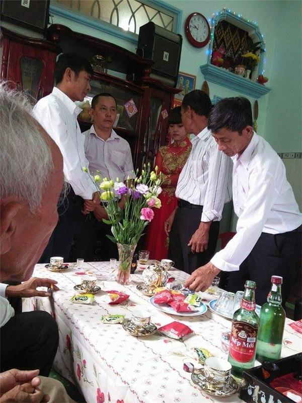 Đám cưới diễn ra trước sự chứng kiến của đại diện hai bên gia đình - (Ảnh: trang cá nhân).