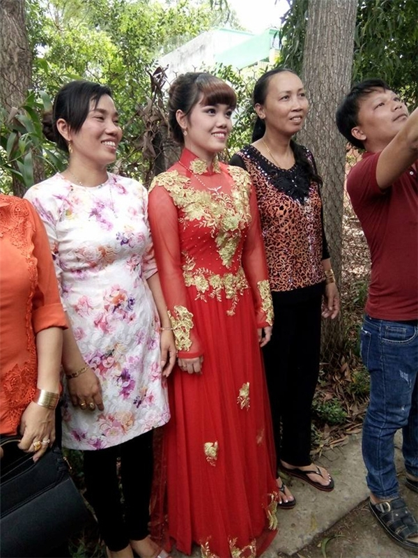 Rất nhiều người thân trong gia đình cùng tham dự lễ cưới để chúc phúc cho A.T. - (Ảnh: trang cá nhân).