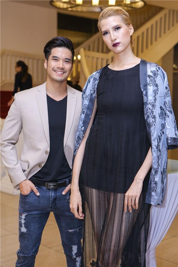 Cô nàng khoe vẻ cá tính bên nam diễn viên điển trai Thiên Nguyễn.