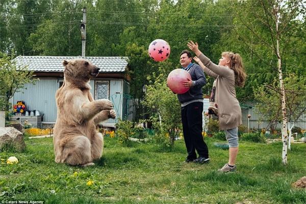Ném bóng là môn thể thao mà Stepan đam mê.