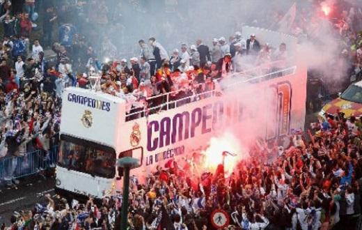 Real ăn mừng chức vô địch trên đường phố Madrid cùng các CĐV