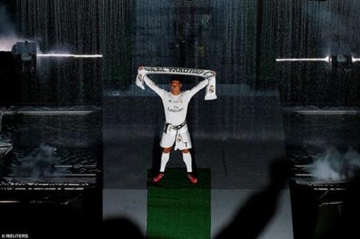 Ronaldo đưa con trai đến cùng chung vui