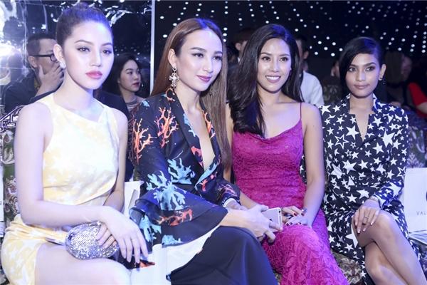 Từ trái qua: Hoa hậu Ngọc Diễm, Top 25 Hoa hậu Thế giới 2014 - Nguyễn Thị Loan và Á hậu Trương Thị May.