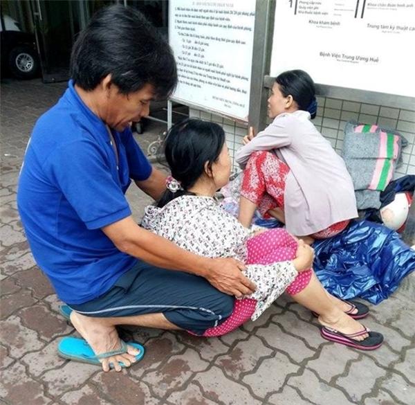 Gia đình các nạn nhân lo lắng cho người thân của mình. Ảnh: Internet