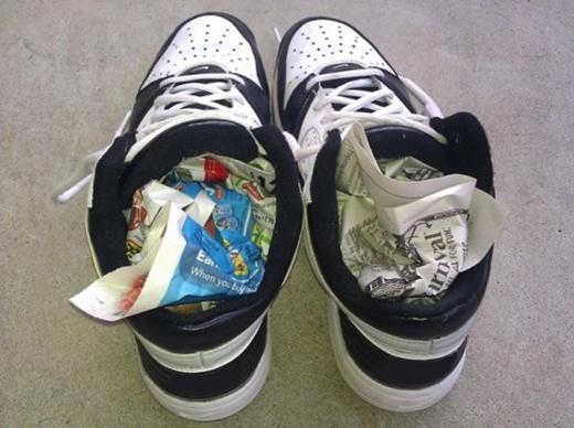 Giấy báo là một công cụ hữu hiệu giúphong khô giày