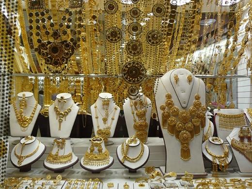 Đến với Dubai, bạn sẽ ngạc nhiên vì người dân đi mua vàng như đi chợ. (Ảnh: Internet)