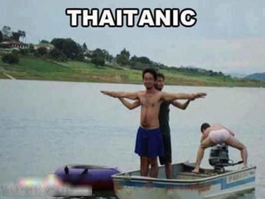 Quá rõ rồi ha, fan của TITANIC nè! Chỉ là anh chàng đứng sau hơi phá khung cảnh chút thôi!