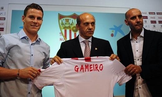 Kévin Gameiro cũng là một tài năng được Monchi đưa về Sevilla. Ảnh: Getty Images.