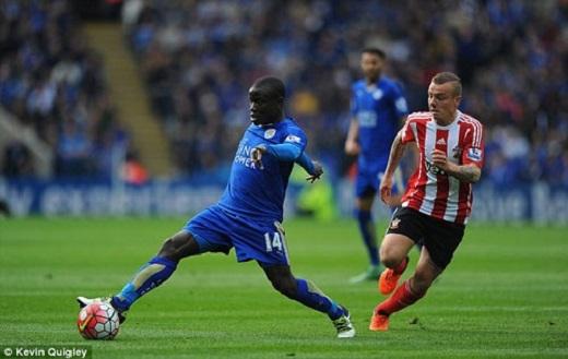 Kante (số 14) có mùa giải tuyệt vời cùng Leicester