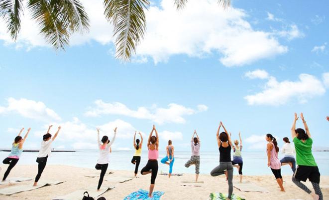 Đặc biệt hơn hết, lần đầu tiên các bạn trẻ Việt sẽ có cơ hội sử dụng toàn bộ thời gian của mình cùng bạn bè tập Yoga và ngắm hoàng hôn trên biển.