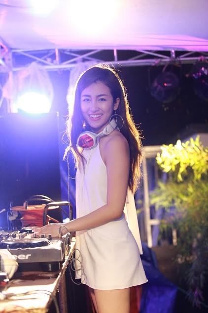 """The Summer Splash tiếp theo hứa hẹn sẽ mang lại cho các bạn trẻ một bữa tiệc DJ hoành tráng, ấn tượng hơn nữa với sự góp mặt của dàn Lineup """"chất"""". Những tiết mục biểu diễn sexy, chuyên nghiệp và sôi động cùng phong cách trang trí độc đáo, mới lạ hơn sẽ mang cơ hội tiệc tùng đúng chất pool party thế giới đến với Việt Nam."""