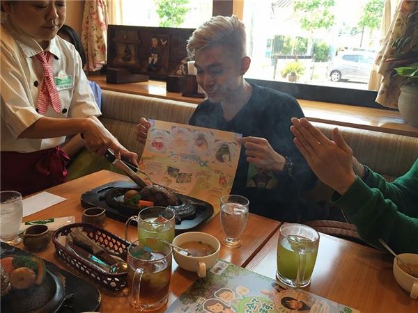 3 thành viênđã có dịp thưởng thức những món ăn đặc sản và tham quanthắng cảnh nổi tiếng. - Tin sao Viet - Tin tuc sao Viet - Scandal sao Viet - Tin tuc cua Sao - Tin cua Sao