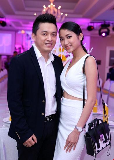 Ít ai thấy được sự chênh lệch tuổi tác giữa Lam Trường và vợ dù anh sinh trước cô tận 17 năm. - Tin sao Viet - Tin tuc sao Viet - Scandal sao Viet - Tin tuc cua Sao - Tin cua Sao