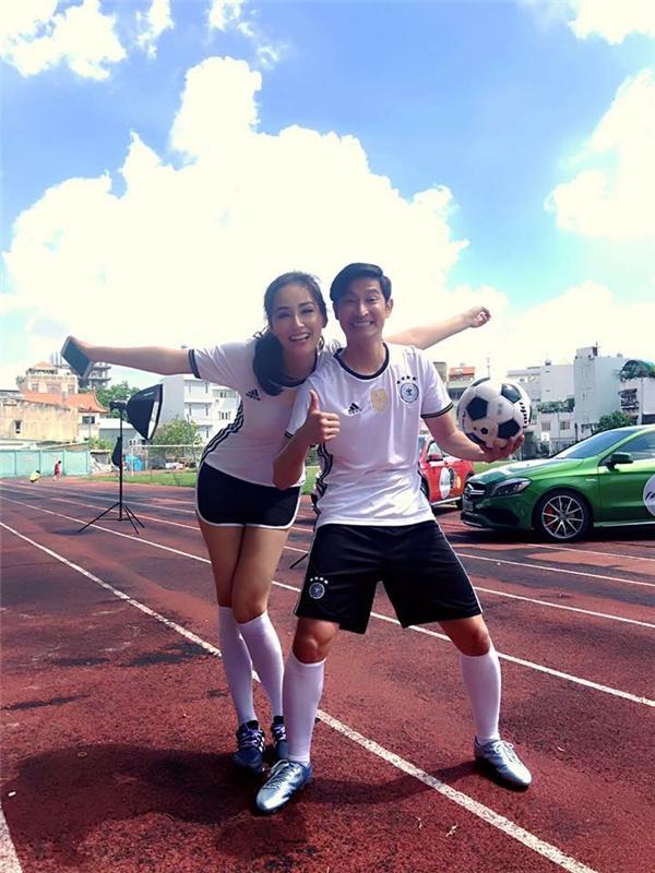Mai Phương Thúy và Huy Khánh tươi rói khi cùng tham gia một hoạt động thể thao ngoài trời. - Tin sao Viet - Tin tuc sao Viet - Scandal sao Viet - Tin tuc cua Sao - Tin cua Sao
