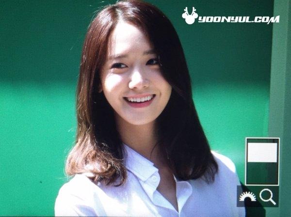 Yoona luôn là cái tên quen thuộc xuất hiện trong những cuộc bình chọn nhan sắc làng nhạc Kpop. Thậm chí, các bác sĩ còn thẩm mĩ còn dành không ít lời khen cho gương mặt cân đối đến mức hoàn hảo của nữ thần tượng.