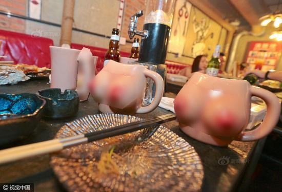 Những chiếc ly hình vòng 1 được sử dụng trong nhà hàng