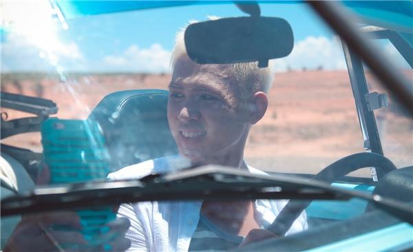 Kỉ niệm cũng như khó khăn đáng nhớ nhất khi thực hiện MV là Hồ Đức Lợi không biết chạy xe hơi, mà hầu hết các cảnh quay đều phải ở trên xe, lại còn phải đùa giỡn và vui vẻ cùng bạn gái, cho nên anh chàngrất căng thẳng. Hồ Đức Lợiđã phải tập lái xe liên tục trong vòng 4 ngày, rồi sắp xếp thời gian học hát, tập gym để mọi thứ được diễn ra suôn sẻ và có một sản phẩm âm nhạc chỉn chu,chất lượng. - Tin sao Viet - Tin tuc sao Viet - Scandal sao Viet - Tin tuc cua Sao - Tin cua Sao