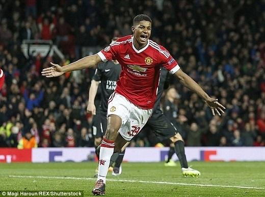 Sau mùa giải đầu tiên được đôn lên khoác áo đội một MU, Rashford gây ấn tượng khi ghi 8 bàn trong 18 lần ra sân. Ảnh:Daily Mail.