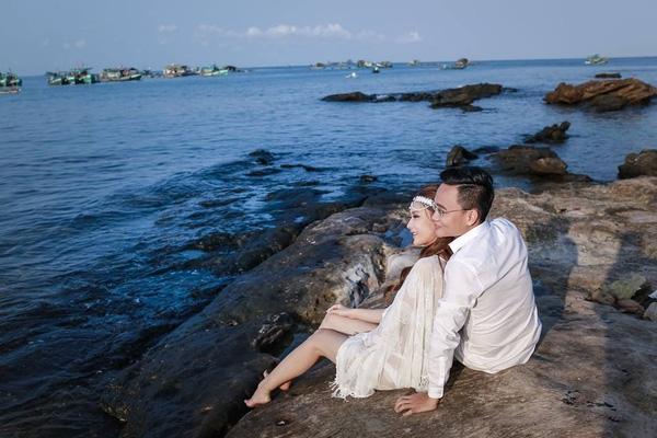 Chuyện tình chưa kể của chú rể doanh nhân và cô dâu Sài thành diện nội y chụp ảnh cưới