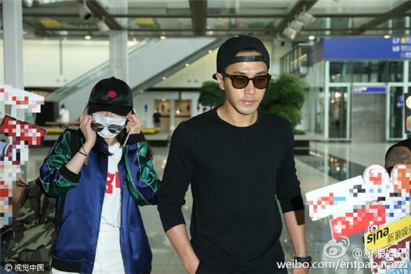 Giữa bão li hôn, Lưu Khải Uy đến sân bay đón Dương Mịch về thăm con
