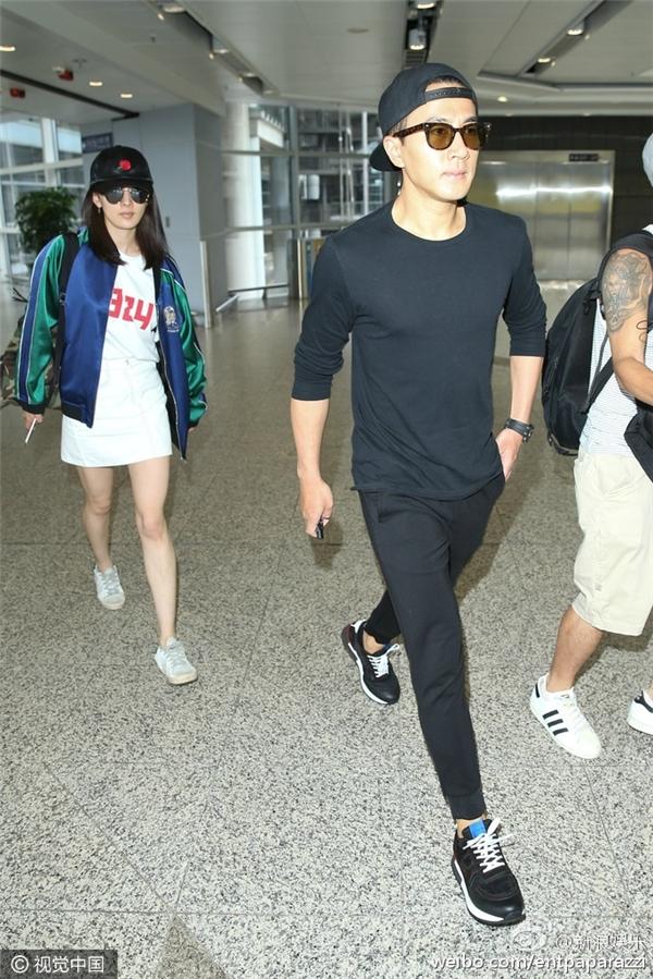 Lưu Khải Uy đến sân bay để đón Dương Mịch về nhà