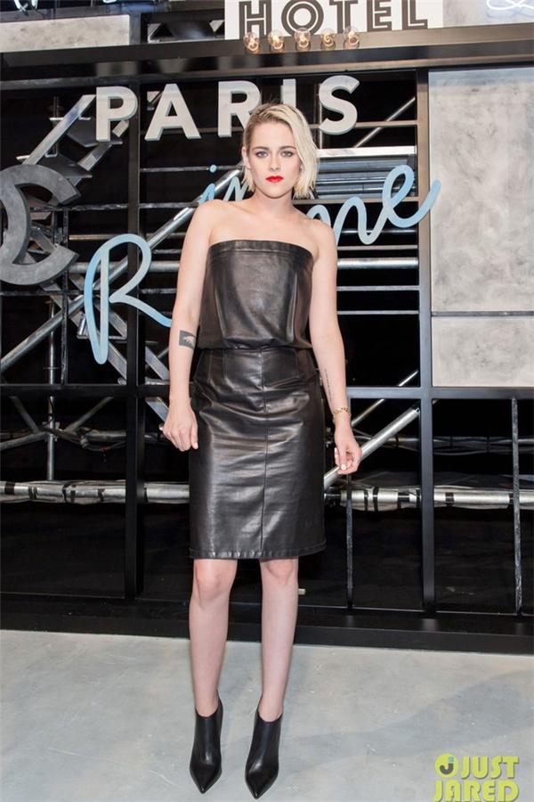 Và tất nhiên không thể thiếu vắng nàng thơ của Karl Lagerfeld: nữ diễn viên Kristen Stewart