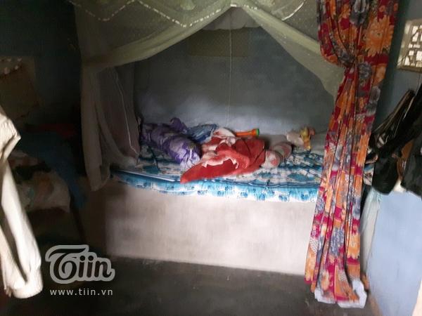 Chỗ ngủ chật chội của Tường Vy và bà
