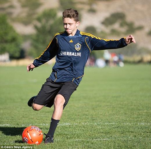 Noahhi vọng một ngày mình sẽ đá banh chuyên nghiệp nhưDavid Beckham. (Ảnh: Internet)