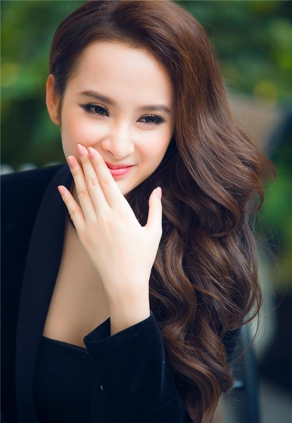 Angela Phưong Trinh đẹp rạng ngời ở tuổi 21 sau nhiều lần vấp ngã.