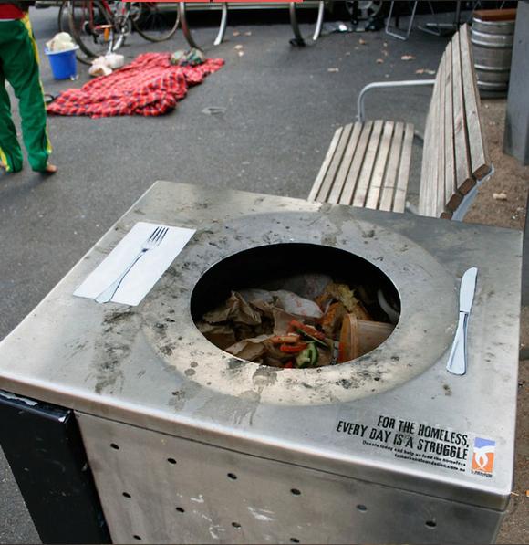 Những thức ăn mà bạn chê bai rồi vứt đi chính là thứ giúp những người vô gia cư, không may trong cuộc sống gắng gượng thêm được một ngày đấy.