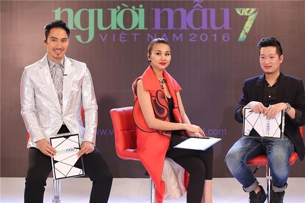 Ban giám khảo trong vòng thi phỏng vấn.
