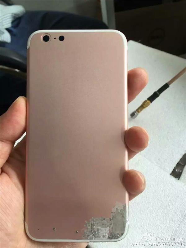ChiếciPhone 7 mới sẽ có một số thay đổi nhỏ về thiết kế, điển hình là vị trí của 2dải ăng ten nhựa?