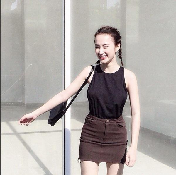Chân váy midi màu nâu trầm mặc có giá khá mềm 295 nghìn đồng.