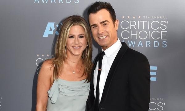 Riêng Jennifer Aniston cũng đã tìm được hạnh phúc mới với chàng đồng nghiệp Justin Theroux. Cặp đôi đã kết hôn vào năm ngoái.