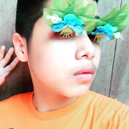 """Hàng lông mi """"hoa nhường nguyệt thẹn"""" """"tối mắt tối mũi"""" thế này trên thế gian chỉ có """"nàng"""" mới được ưu ái sở hữu mà thôi."""