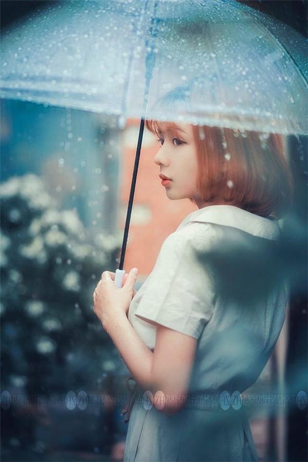 Truy tìm cô gái trong mưa đẹp như tranh đang làm chao đảo dân mạng