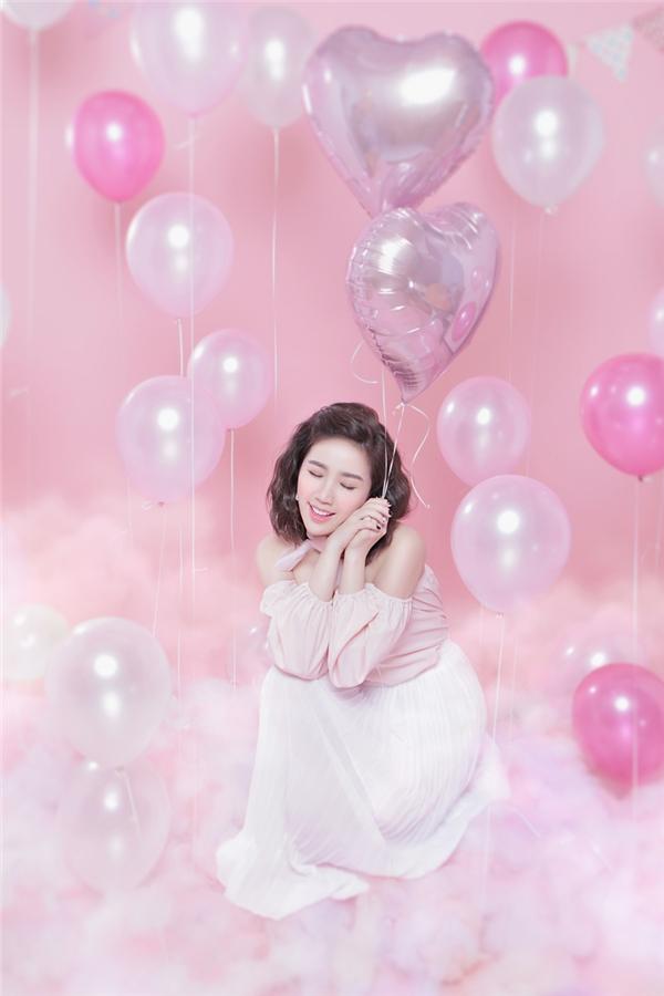 Nhân dịp sinh nhật tròn 28 tuổi, Bảo Thy vừa trình làng ca khúc mới mang tên Lonely cùng bộ ảnh thời trang đầy trẻ trung, tươi tắn.