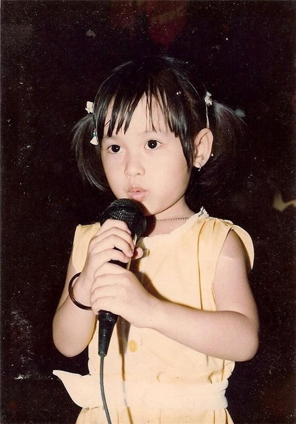"""Tú Vi lúc 4 tuổi buộc tóc hai bên trông rất """"ngố tàu"""". - Tin sao Viet - Tin tuc sao Viet - Scandal sao Viet - Tin tuc cua Sao - Tin cua Sao"""