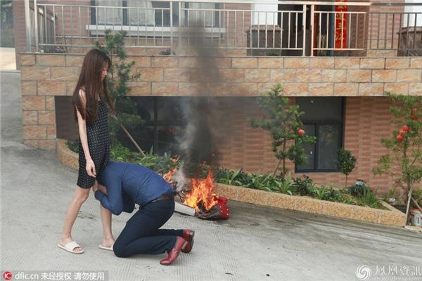 Hiện tại vẫn chưa biết kết cục Tiểu Đồng có đổi ý ở lại với người chồng đại gia không? (Ảnh: Internet)