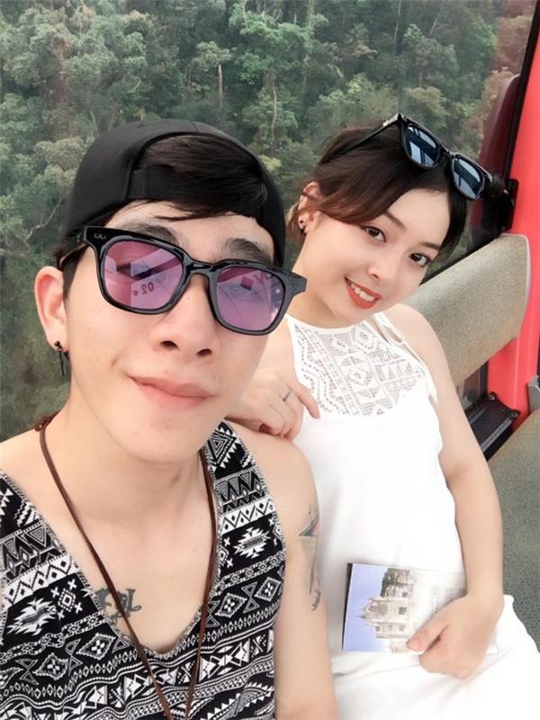 """Cặp đôi Quang Thành và Thanh Huyền gây ấn tượng với đối phương bằng phong cách rất """"cư dân mạng""""."""