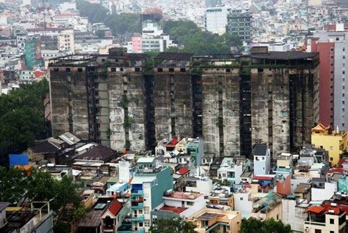 Chung cư 727 được cho là hoang tàn nhất Sài Gòn. Ảnh: Dân Việt