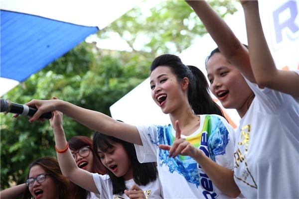 Đông Nhi, 365 Daband quẩy tẹt ga tại Ngày Hội Hứng Khởi