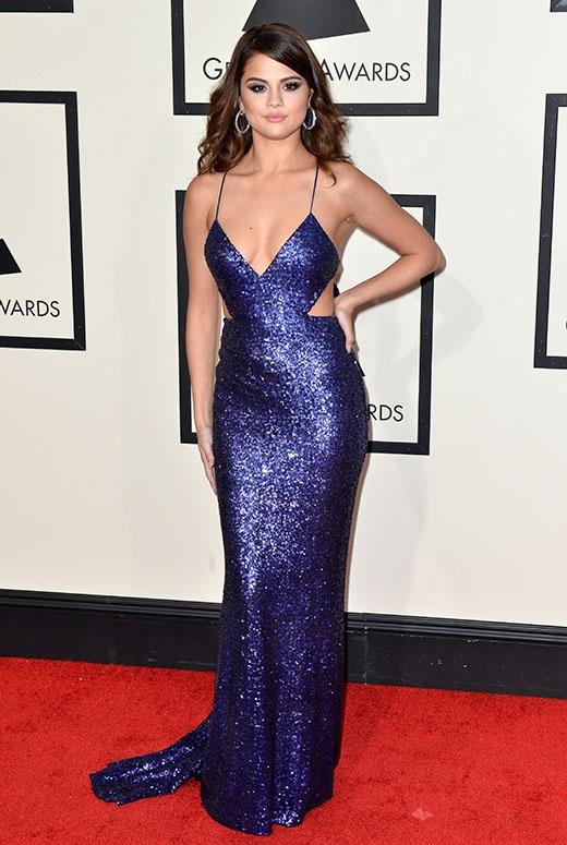 Đôi bạn thân Taylor Swiff và Selena Gomez đã hoàn toàn toả sáng tại lễ trao giải Grammy 2016 với những chiếc váy cut-out táo bạo và trẻ trung.