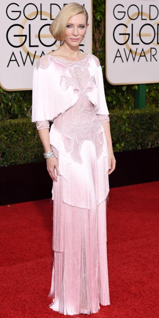Cate Blanchet tiếp tục chứng minh vị trí bà hoàng của mình với phong cách tua rua tại lễ trao giải Quả cầu vàng 2016.