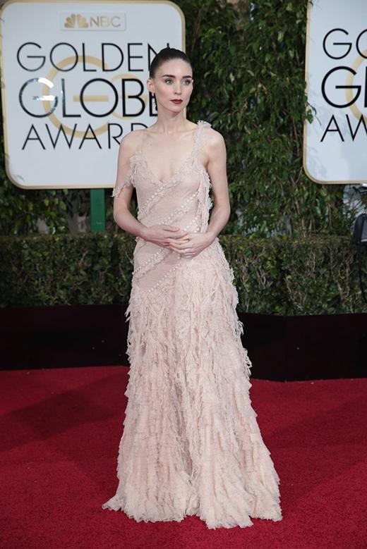 Bộ váy tua rua của Rooney Mara tại lễ trao giải này cũng được tán dương rầm rộ